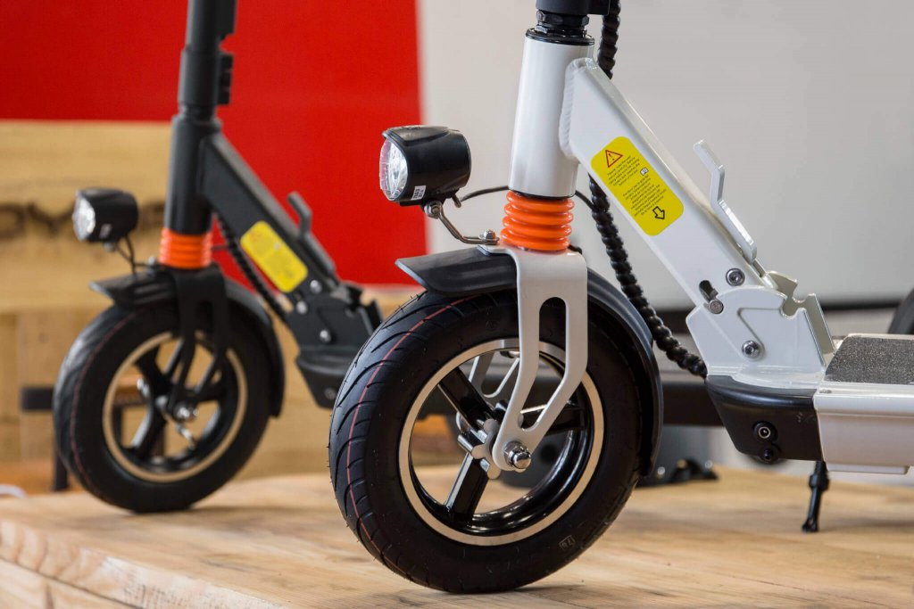 Electric Unicycles vs. Electric Scooters: Which Suits You Better?